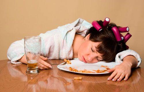 Як перестати їсти на ніч і які можуть бути наслідки нічних перекусів