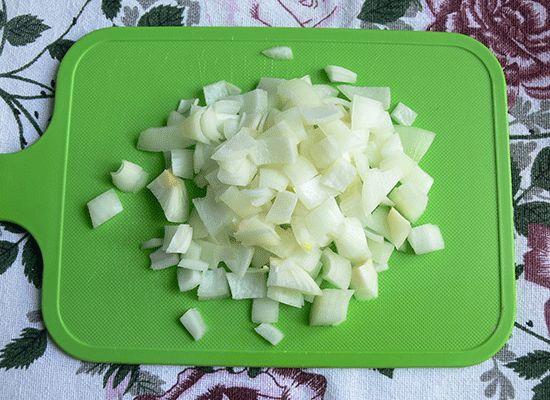Як згасити картоплю з м`ясом в каструлі