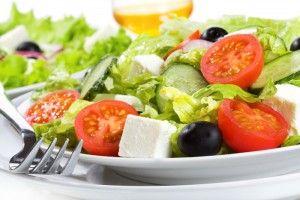 Як приготувати легкі салати на святковий стіл
