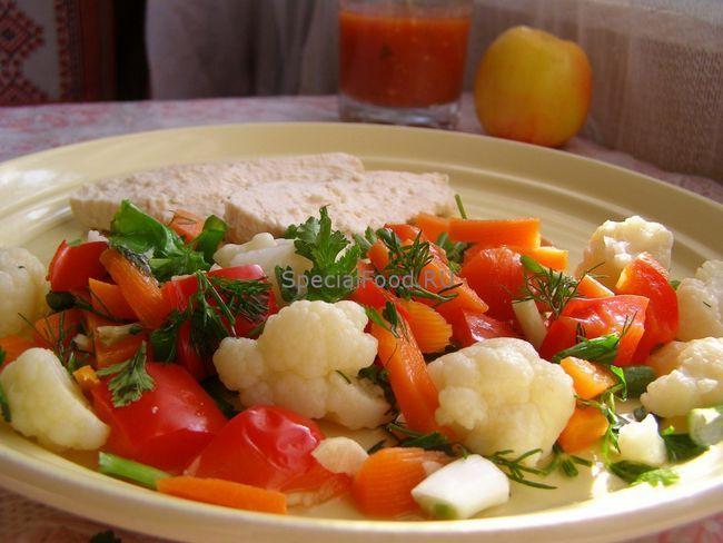 Куряча грудка з гарніром з овочів