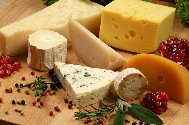 Корисні властивості і вітаміни в сирі