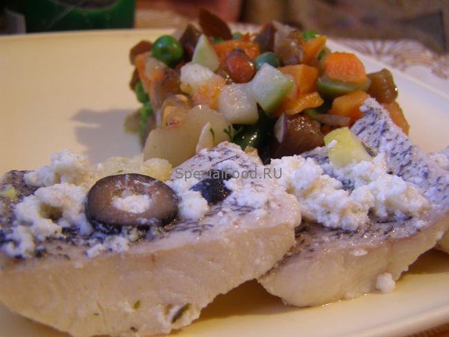 Риба в молочно-сирному соусі з овочами