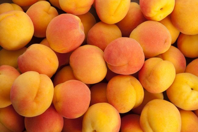 Скільки вітамінів в ароматних абрикосах