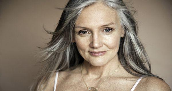 У 70 років жінка виглядає на 30 - рецепт для поліпшення зору, стану шкіри та молодих міцних волосся