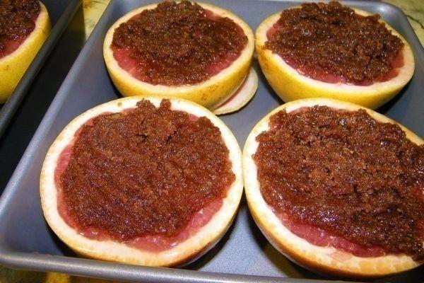 Жиросжигающая бомба - запечений грейпфрут з корицею і коричневим цукром
