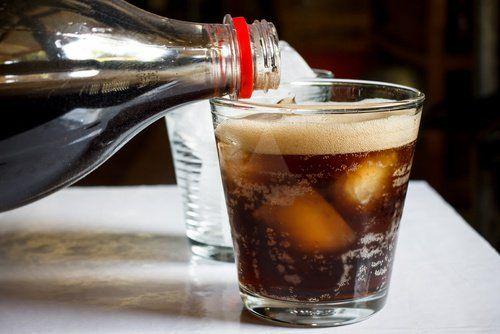 Чи знаєш ти, як кока-кола впливає на твій організм насправді?